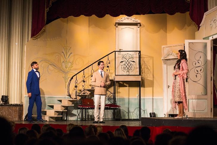 """Teatrul Elisabeta din Bucuresti revine la Ploiesti cu piesa """" Puricele in ureche """""""