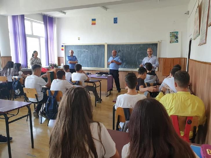 """Campania de prevenire derulată la nivel naţional, a continuat  la Şcoala """"Nicolae Bălcescu"""" Ploieşti"""