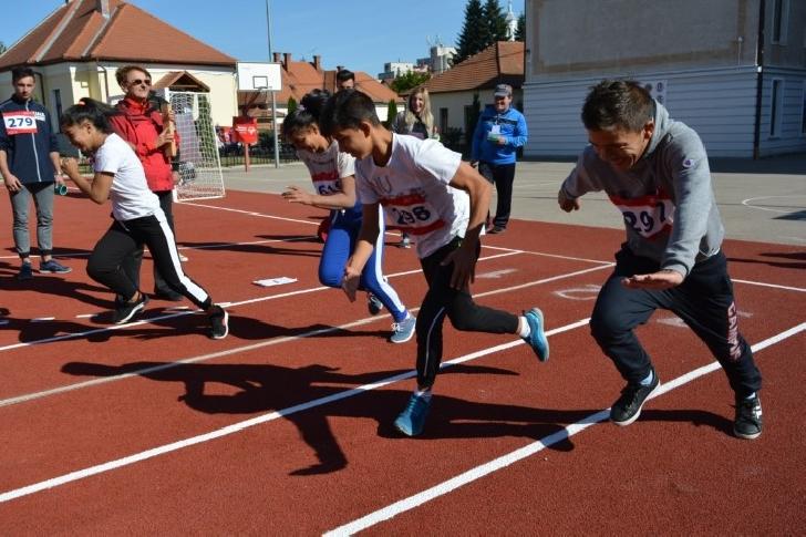 Sportivii cu dizabilităţi intelectuale au luat 655 de medalii la Jocurile Naţionale Special Olympics România