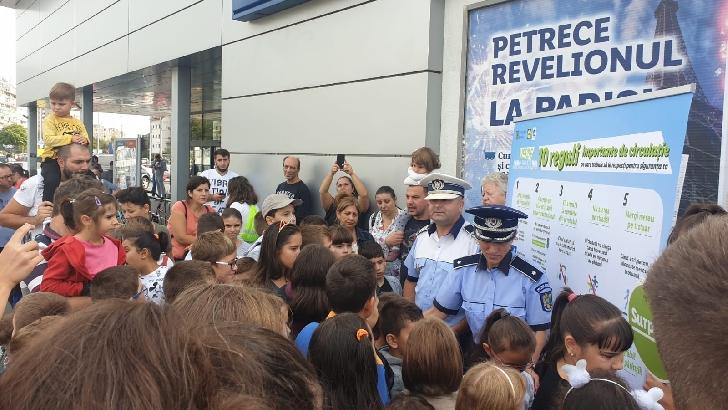 """POLIŢIA ROMÂNĂ ŞI LIDL, ÎN CEA DE-A ŞAPTEA EDIŢIE A CAMPANIEI NAŢIONALE PENTRU SIGURANŢA COPIILOR, AU DAT """"VERDE LA EDUCAŢIE PENTRU CIRCULAŢIE"""""""