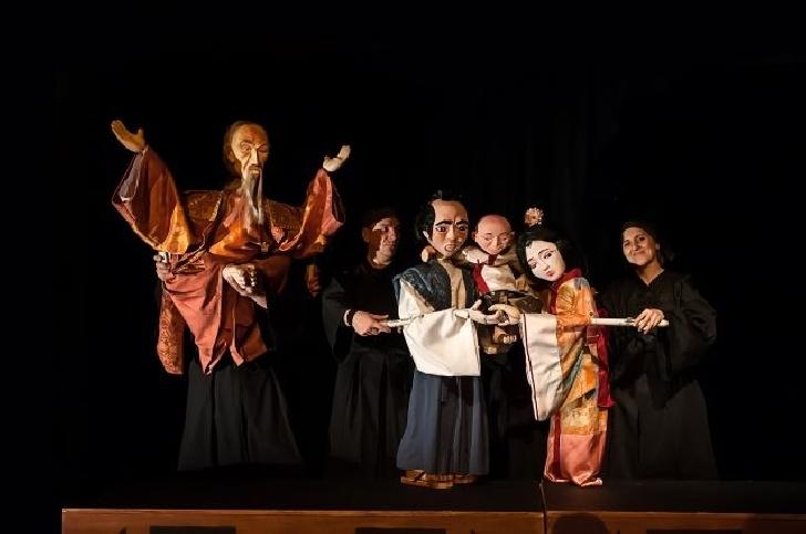 """Spectacolul """"Dragonul"""", premiul pentru scenografie şi păpuşi la Festivalul de Animaţie """"Sub bagheta lui Merlin"""""""