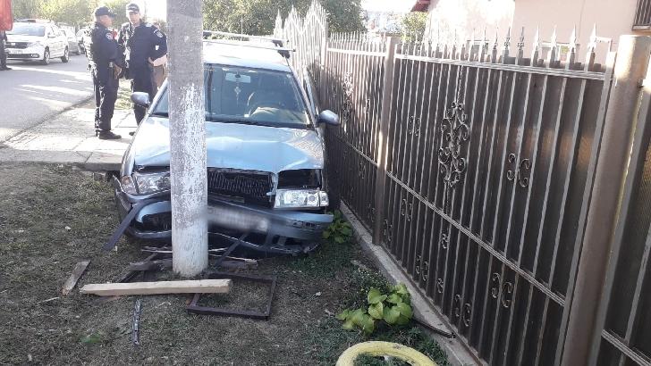 Accident rutier la Romanesti. O femeie in varsta de 73 ani a fost acrosata in fata unei case