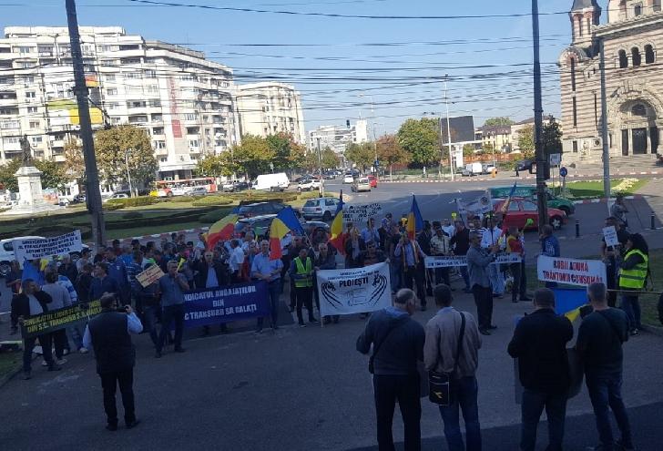 Angajaţii TCE au protestat în faţa Primăriei Ploieşti