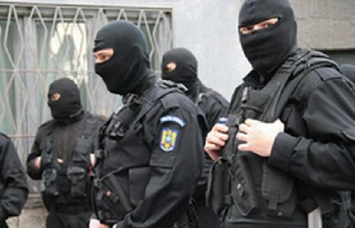 Poliţiştii din cadrul Serviciului de Investigaţii Criminale al Inspectoratului Judeţean de Poliţie Prahova au  destructurat o grupare infracţională organizată