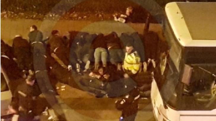 Suporteri ploieşteni bătuţi,gazati şi culcaţi la pământ, sâmbătă seara la Piteşti