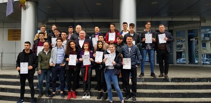 Viceprimarul municipiului Ploieşti,Cristian Mihai Ganea, a premiat elevii Clubului Sportiv Şcolar Ploieşti, medaliaţi la Campionatele Naţionale Şcolare 2019