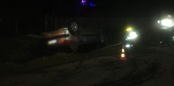 Accident rutier la Podenii Noi. Un pieton a fost lovit după impactul dintre două autoturisme