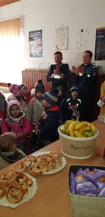 Poliţia Oraşului Sinaia şi Poliţia Oraşului Breaza au fost gazde primitoare ale unor grupuri de colindători