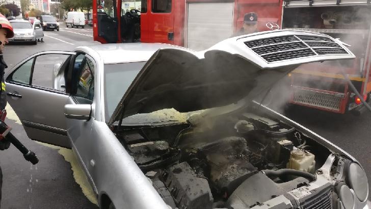 O masina a luat foc la Magurele