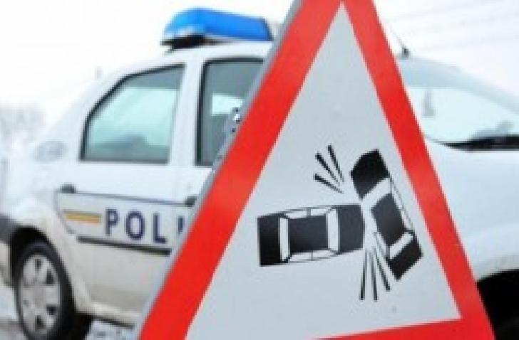 Accident rutier în centrul Ploiestiului. O persoană a fost acroşata de un autobuz pe trecerea de pietoni