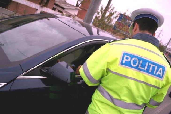 Poliţiştii prahoveni au dat sute de amenzi în week-end