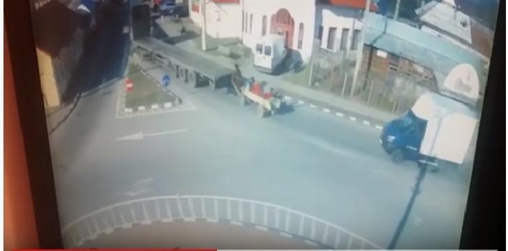 Accident rutier între un TIR şi o căruţă, la Ditesti