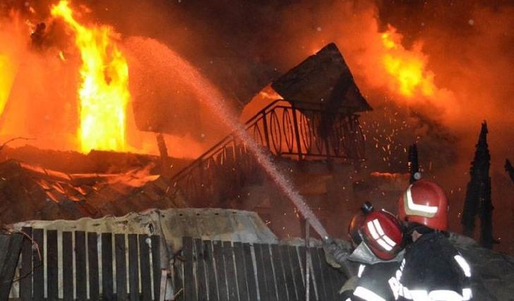 Incendiu la o casă din Vărbilău