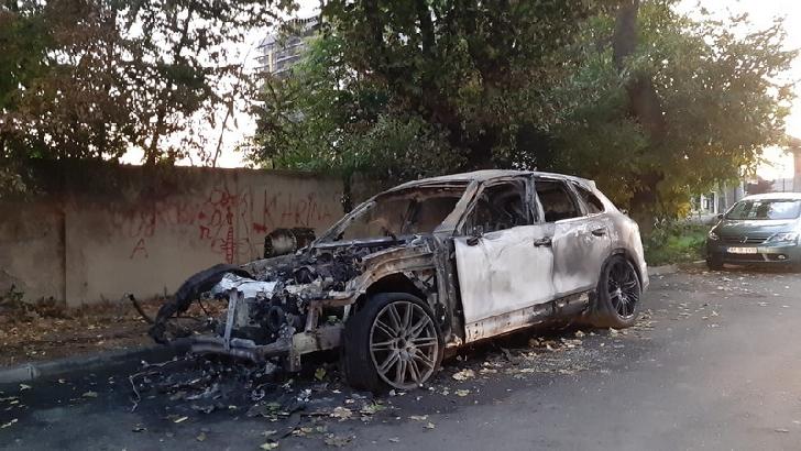 2 autoturisme au luat foc în judetul Prahova