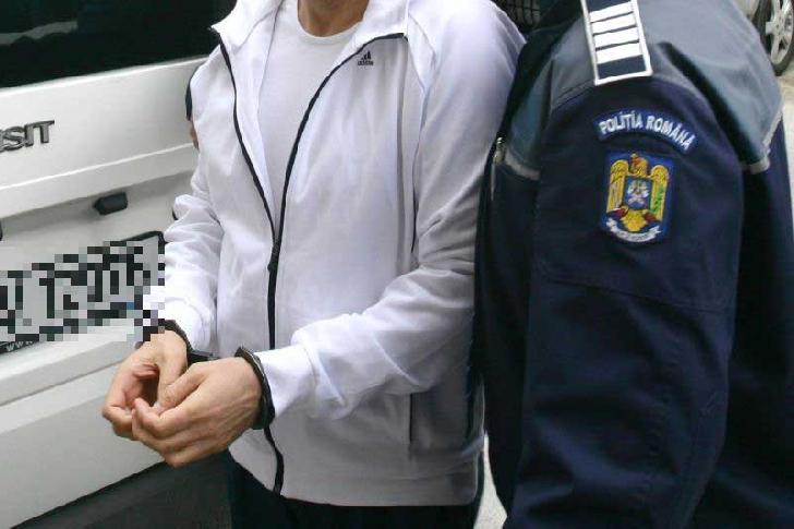 Un bărbat din Ploieşti a fost reţinut după ce a comis o tâlhărie