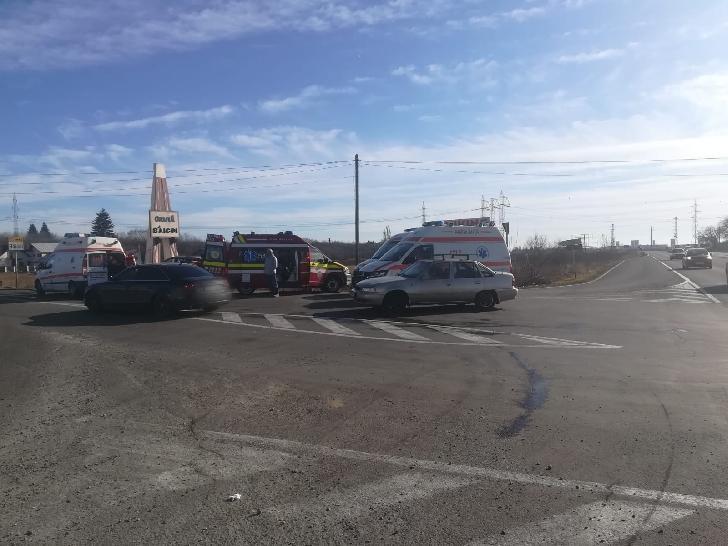 Accident rutier la intrarea în Băicoi, un autoturism a intrat în coliziune cu indicatorul de intrare în localitate