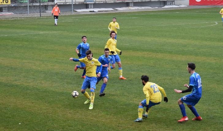 """Amical """"de gală"""" pe arena """"Ilie Oană"""" pentru echipele """"U19"""" ale CSM Ploieşti şi FC Petrolul Ploieşti"""