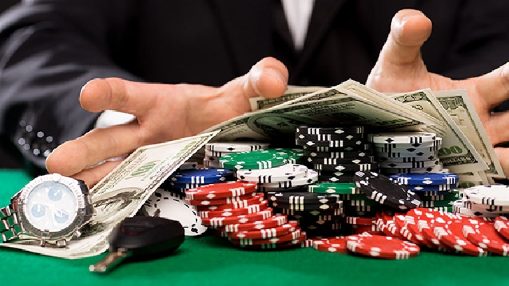 Un bărbat din Câmpina a fost  reţinut de poliţişti în urma manipulării aparatelor de jocuri de noroc