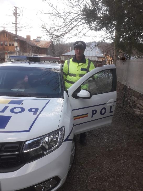 Un poliţist prahovean este eroul zilei, a acordat primele îngrijiri medicale victimei unui accident rutier