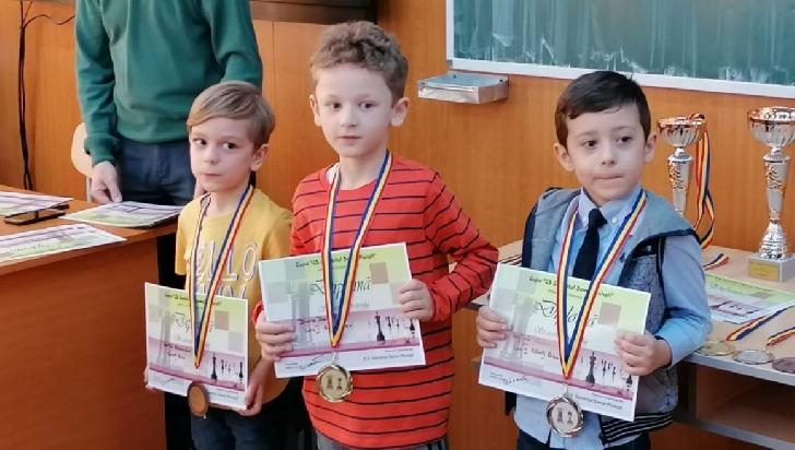 """Şahiştii de la CSM Ploieşti, 4 medalii la Cupa """"CS Gambitul Damei"""" Ploieşti"""