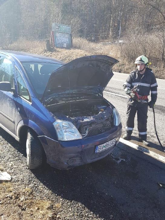 Un autoturism a luat foc, la Sinaia