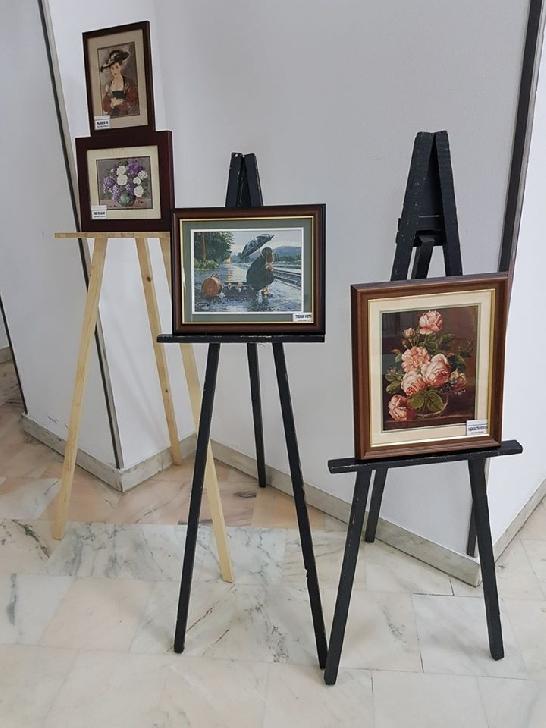 """Expozitia de goblenuri in foaierul Teatrului """"Toma Caragiu"""" Ploiesti"""