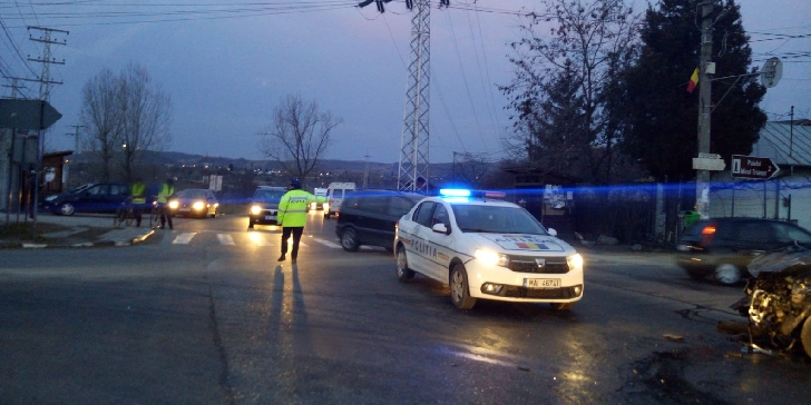 O ambulanţă privată a fost implicată într-un accidcent grav, la Floreşti. Un bărbat a decedat