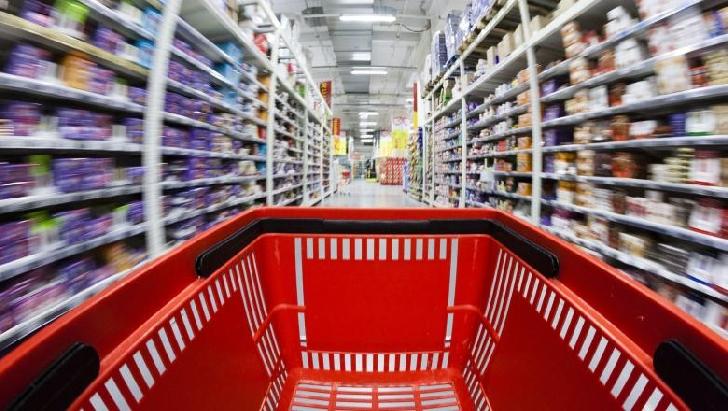 Supermarketurile au suficiente stocuri de alimente şi produse dezinfectante