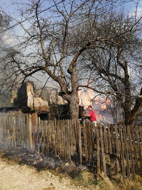 Incendiu la o casa particulara din comuna Posesti
