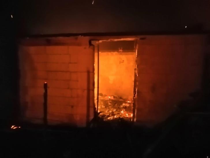 Incendiu la 4 case din satul Rachieri, comuna Valea Călugărească