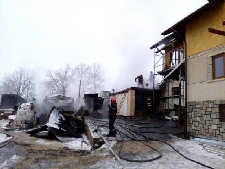 Incendiu la o casă particulară din comuna Dumbrava