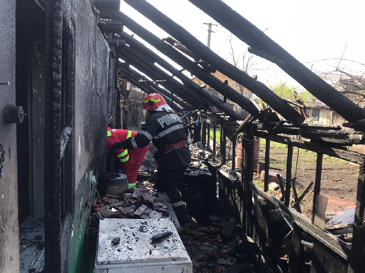 O femeie a suferit arsuri într-un incendiu, la Mizil