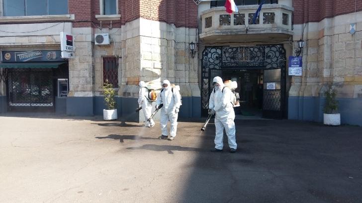 Primaria Ploieşti  a dispus ca S.G.U.  să desfăşoare activităţi de spălare cu atomizoare a anumitor zone din domeniul public