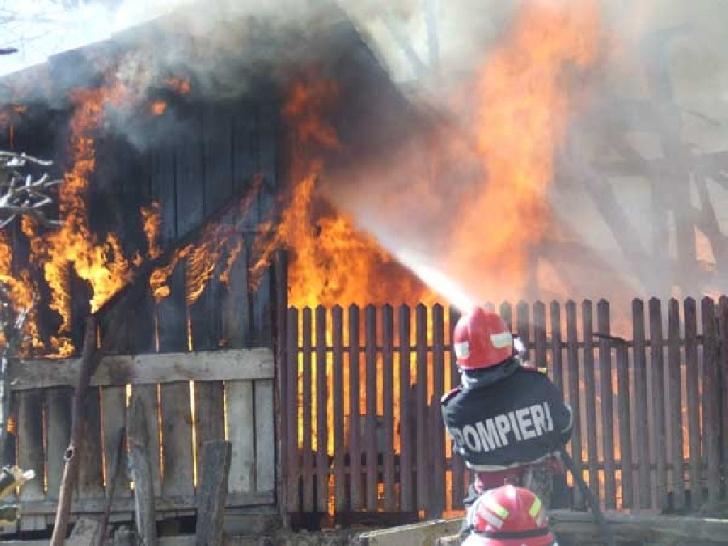 Incendiu la o casă particulară din comuna Berceni