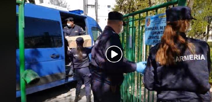 Jandarmii prahoveni au adus un strop de bucurie copiilor de la Centrul de plasament Filipeştii de Târg
