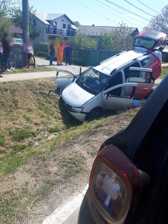 Accident rutier la Măgurele. O maşină cu pacienţi (dializaţi) s-a răsturnat pe carosabil