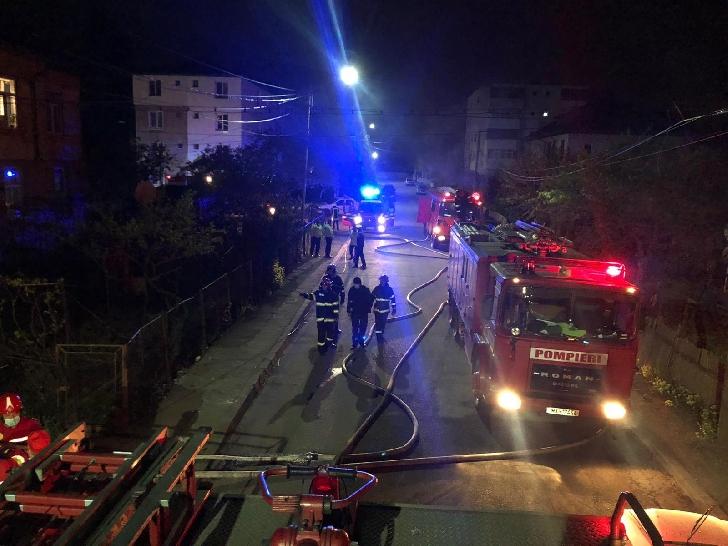 Incendiu azi dimineaţă la un garaj din comuna Brazi