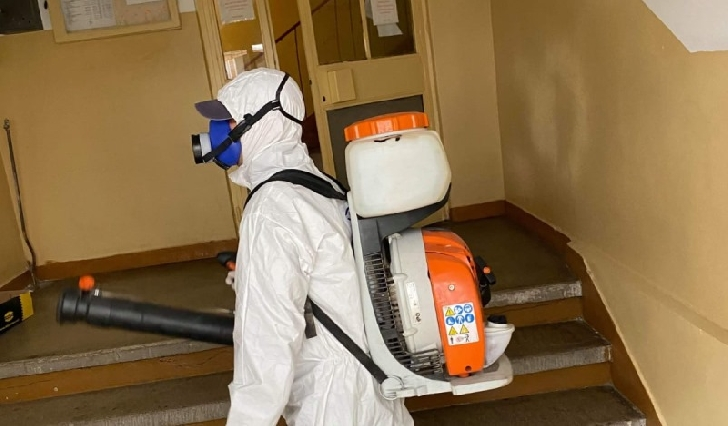 Programul actiunilor  de dezinfectie a blocurilor din Ploiesti .  24.04.2020