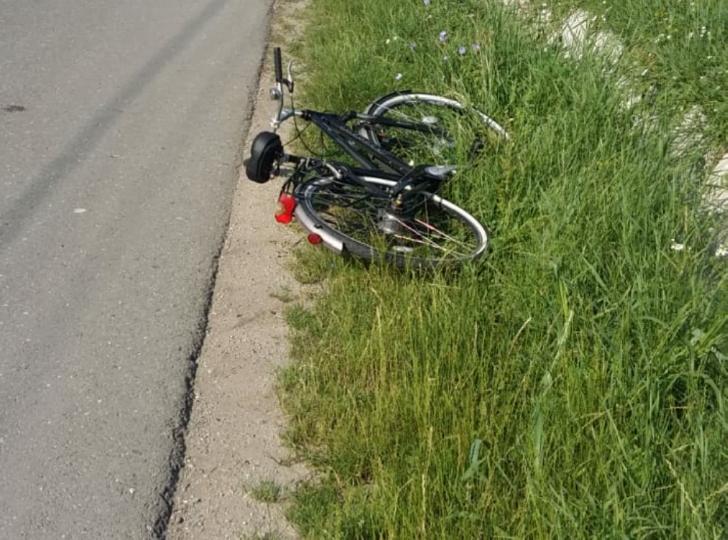 Accident mai puţin obişnuit la Balta Doamnei. Un biciclist a fost găsit zăcând pe marginea drumului