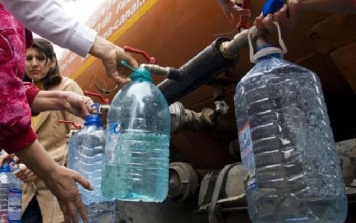 Apa Nova distribuie apa  potabila cu cisterne pentru locuitorii străzii Fabricilor din Ploieşti, pe perioada instituirii stării de urgenţă