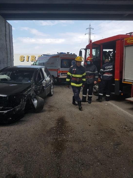 Accident rutier pe Centura de Vest a Ploiestiului, între un autocamion şi două autoturisme