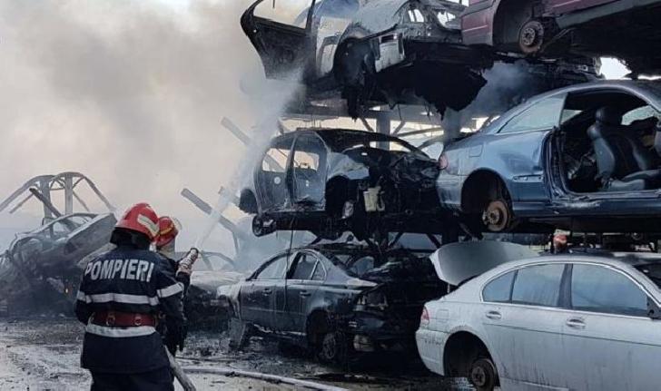 Incendiu la un parc de dezmembrări auto, în satul Bucov