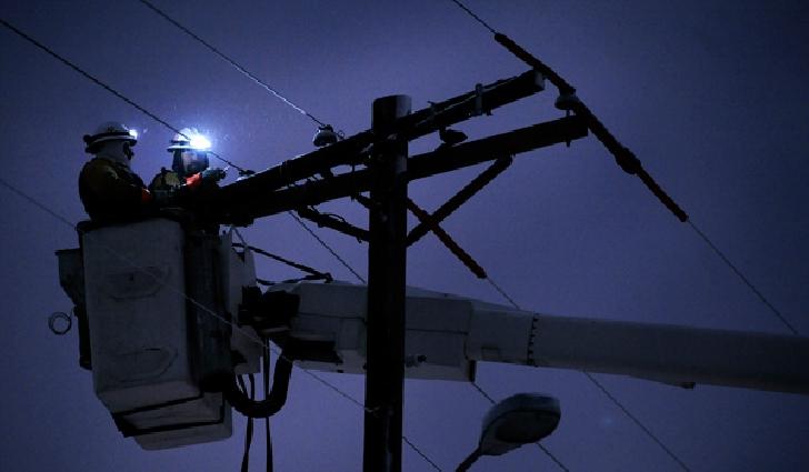 1482 de consumatori au rămas fără energie electrică din localitatea Tipăreşti