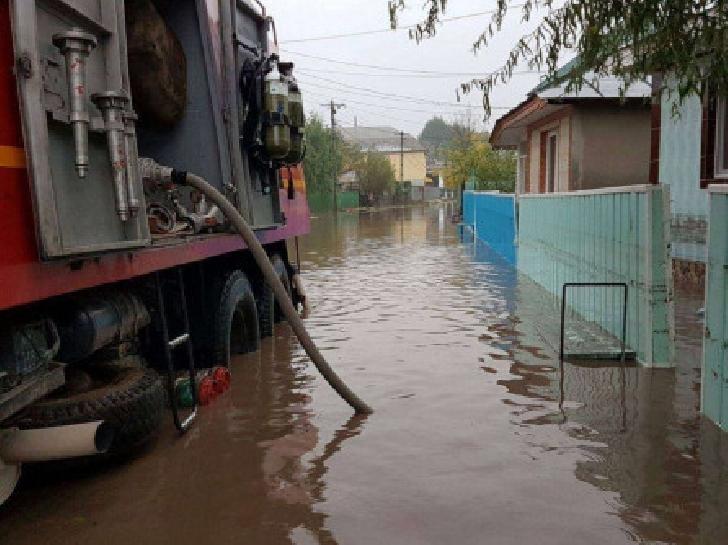 În ultimele 24 de ore pompierii militari prahoveni au intervenit pentru limitarea şi înlăturarea efectelor generate de fenomenele meteorologice periculoase