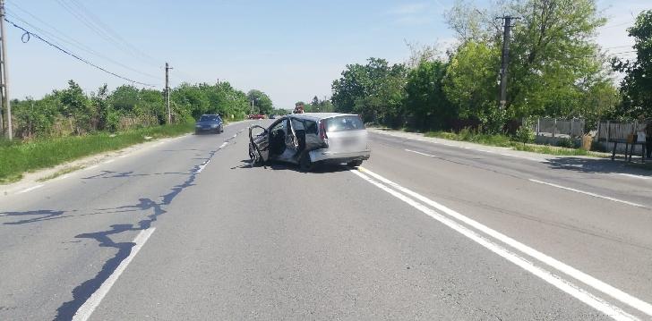 Accident rutier la Valea Călugărească. 4 autoturisme implicate, 3 persoane au fost transportate la spital