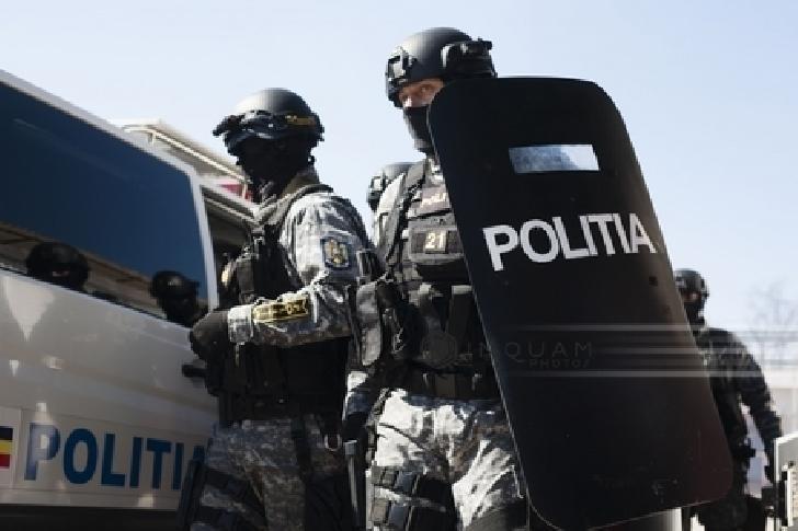 10 persoane retinute in urma unor perchezitii efectuate de politistii prahoveni