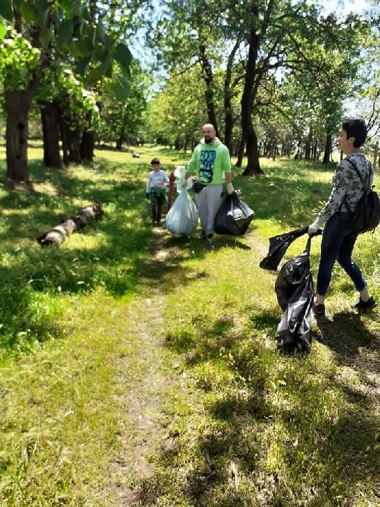 """Peste 20 saci de gunoi strânşi duminică, la acţiunea"""" Protejăm pădurea, protejăm viaţa"""""""