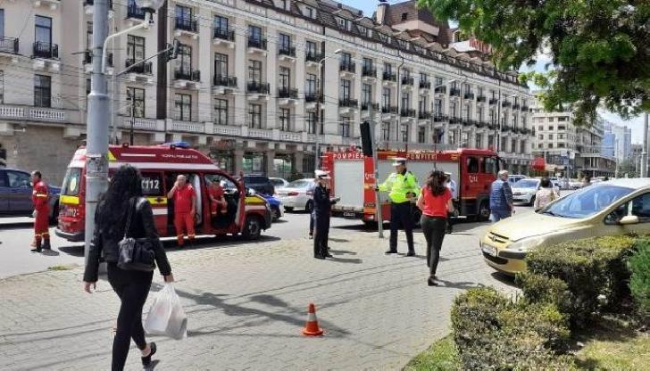 Accident rutier în centrul municipiului Ploieşti. O persoană a fost transportată la spital