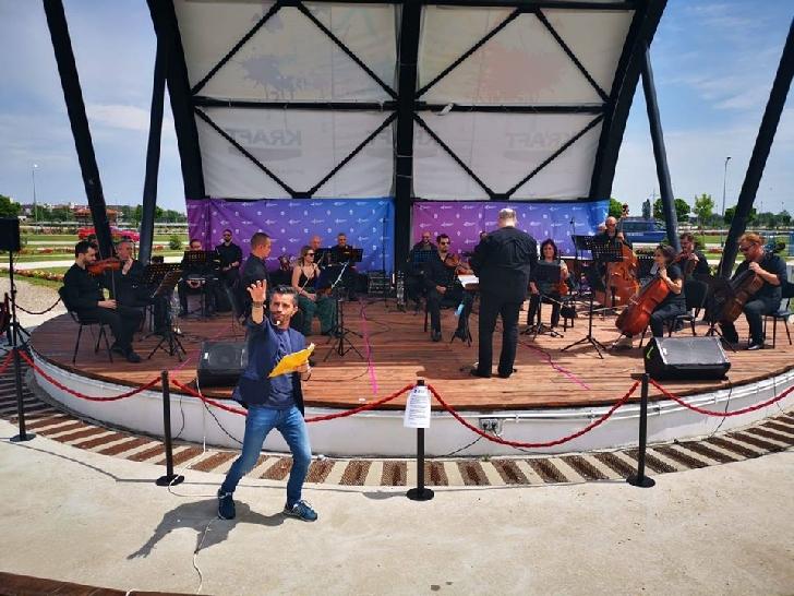 """Două noi concerte ale Filarmonicii  """"Paul Constantinescu """"  au avut loc în Parcul Municipal Ploiesti  Vest"""