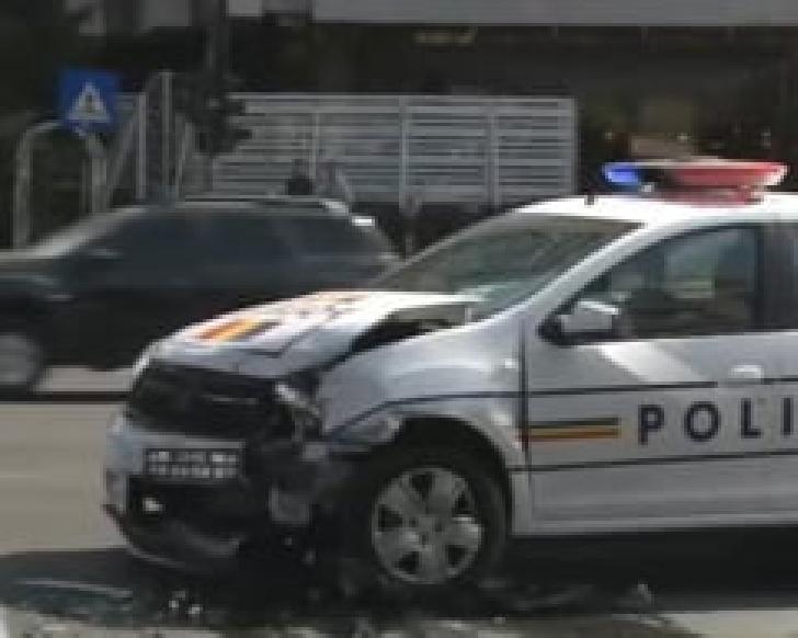 O autospecială a IPJ Prahova a fost  implicată într-un accident rutier,la Ploiesti